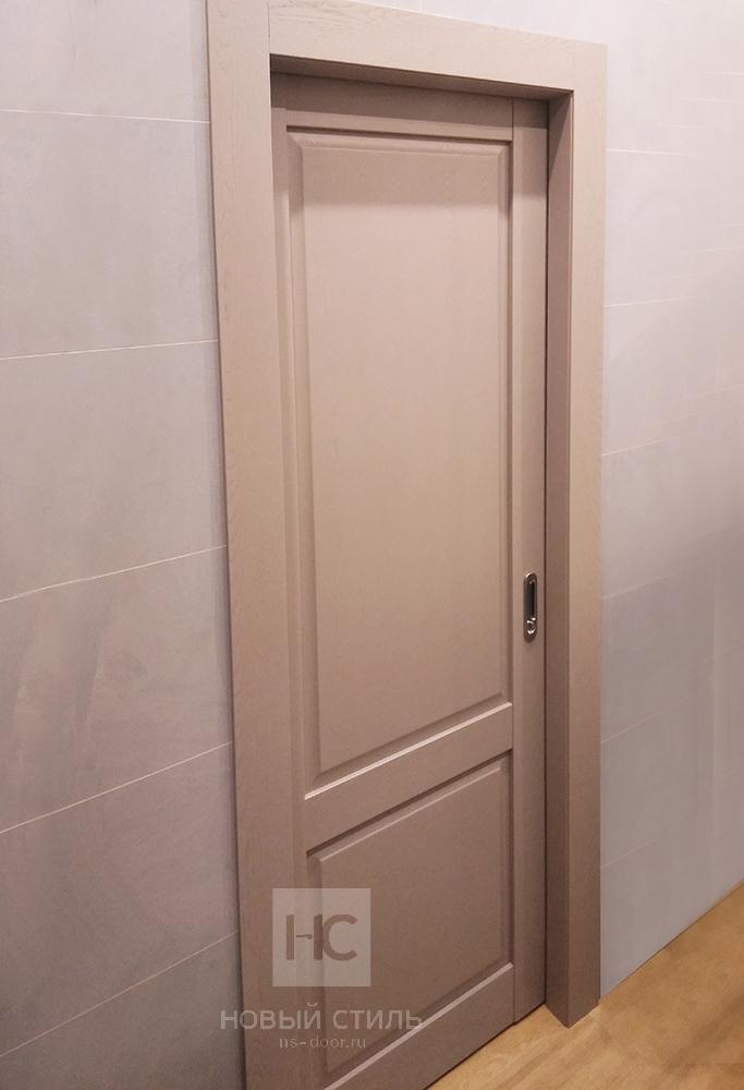 Серые двери в интерьере